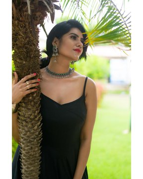 nivisha black dress photos
