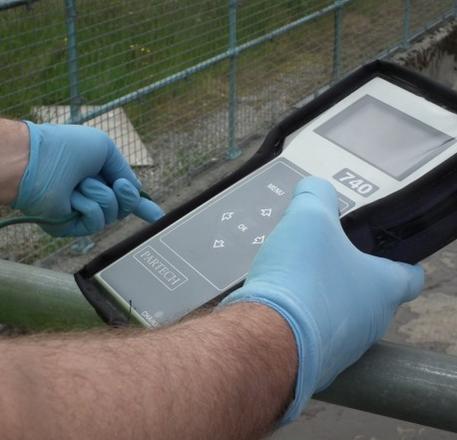 TSS Meter Partech 740 untuk mengukur total padatan tersuspensi pada air, cocok digunakan di lapangan dengan desain yang portable.