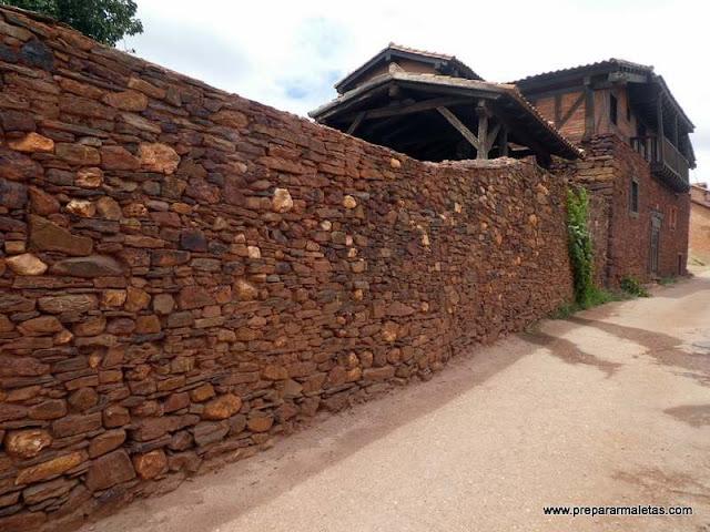 visitar los pueblos rojos y negros de Segovia
