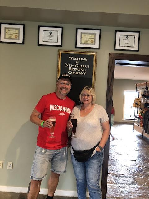 Wir bei der Brauerei Besichtigung in New Glarus, Wisconsin