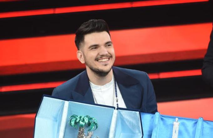 Quarta serata del festival di Sanremo: trionfa il cantautore foggiano Gaudiano