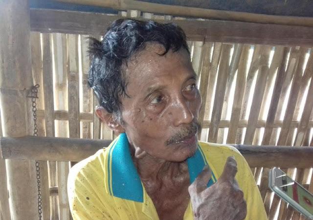 Mbah Sadiyo, Pemulung yang Sukarela Tambal Jalan Berlubang dan Hidupi Anak Yatim