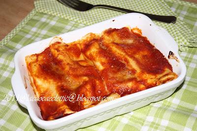 Cannelloni con ricotta, fior di latte e sugo di pomodoro