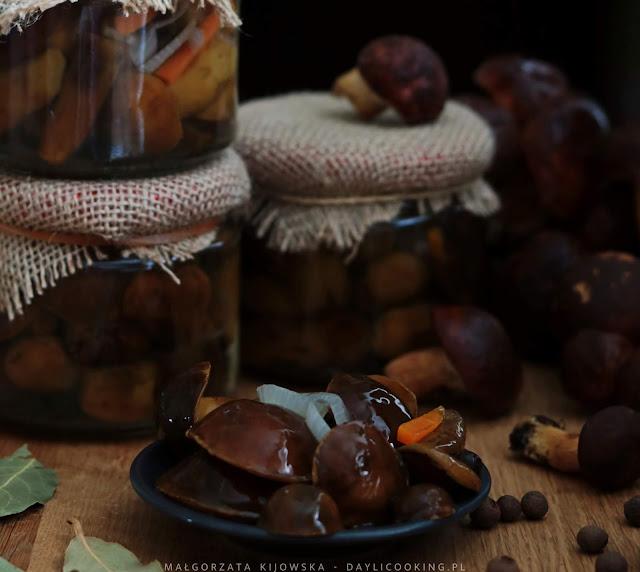 przetwory z leśnych grzybów, jak zrobić marynowane grzybki, daylicooking