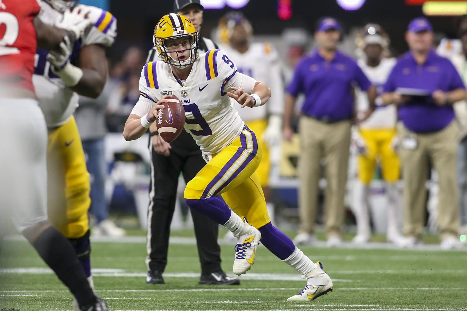 LSU Quarterback Joe Burrow Overwhelming Favorite for 2019 Heisman Trophy