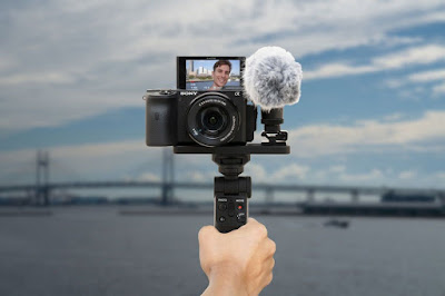 Sony GP-VPT2BT Shooting Grip With Wireless Remote Commander