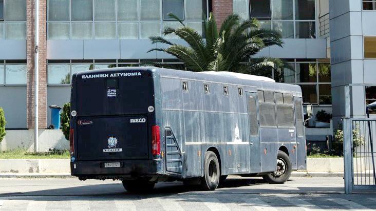 Σ.Ε.Α.Υ.Ο: Μεταγωγές κρατουμένων χωρίς ιατρικό έλεγχο για τον ιό Covid-19