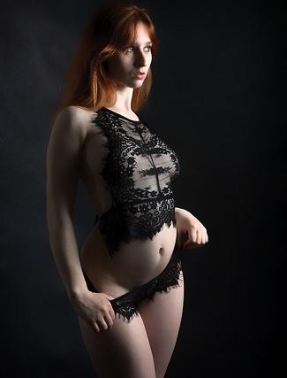 """Es ist ein BDSM-Fetisch, bei dem die Frau an sexuellen Aktivitäten teilnimmt und dafür Geld, Geschenke oder Gefälligkeiten erhält. Anders als bei einer Eskorte, da das Geld / die Geschenke möglicherweise nicht für das tägliche Überleben benötigt werden, sondern für die Aufregung und das Tabu der Bezahlung für das Spiel. """"Marks Frau liebte es, eine Hobbyhure zu sein, obwohl sie das Geld nicht brauchten."""""""
