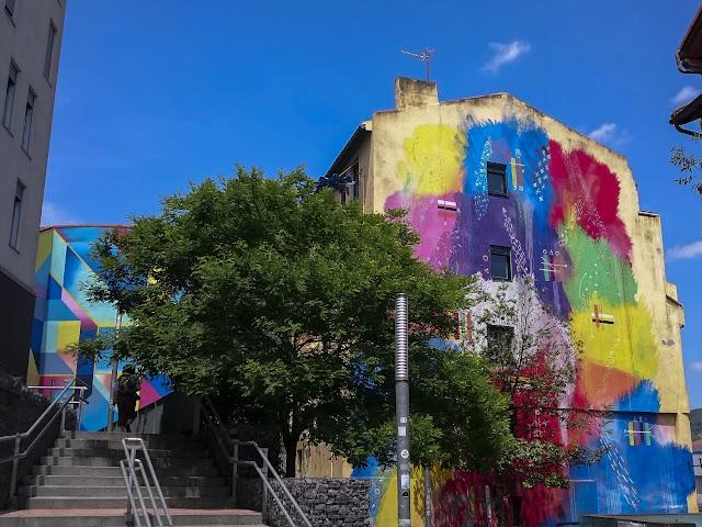 Mural Futurismo Primitivo, por Sixe Paredes - Bilbao, por El Guisante Verde Project