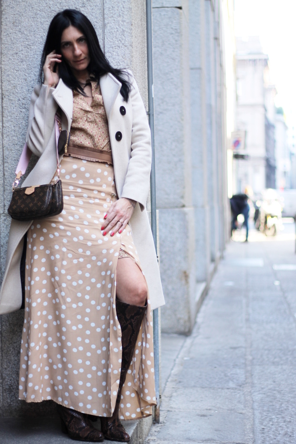 gonna a pois, outfit da ufficio, look, lookoftheday, outfitoftheday, paola buonacara, fashionblogger, italianfashionblogger, themorasmoothie, influencer, outfit pois, skirt pois, look in beige, beige look, outfit beige, look primaverile