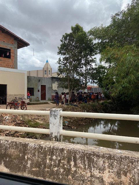 Alô alô Ministério Público Eleitoral, pré-candidato esta cadastrando as pessoas pra receberem cestas básicas!!!