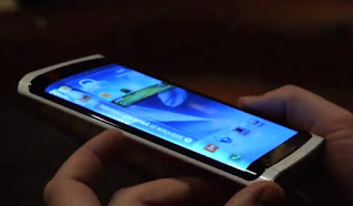 Telepon seluler buatan Samsung ini menggunakan layar OLED.