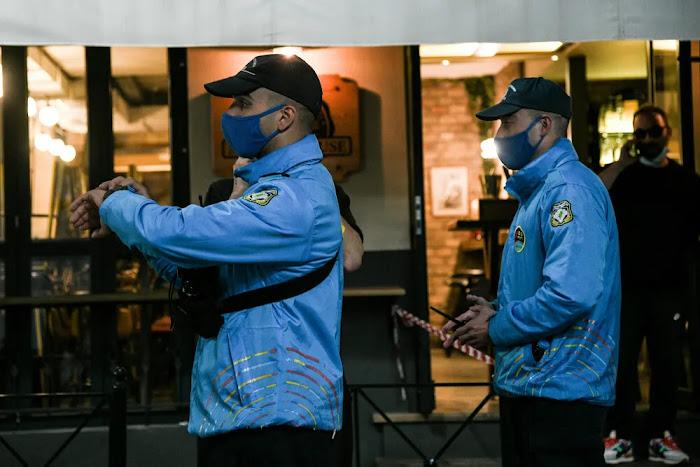 Αστυνομικοί και «ρουφιάνοι» σε ταβέρνες, καφετέριες, μπαρ ακόμα και πάνω σε πλοία ! vid