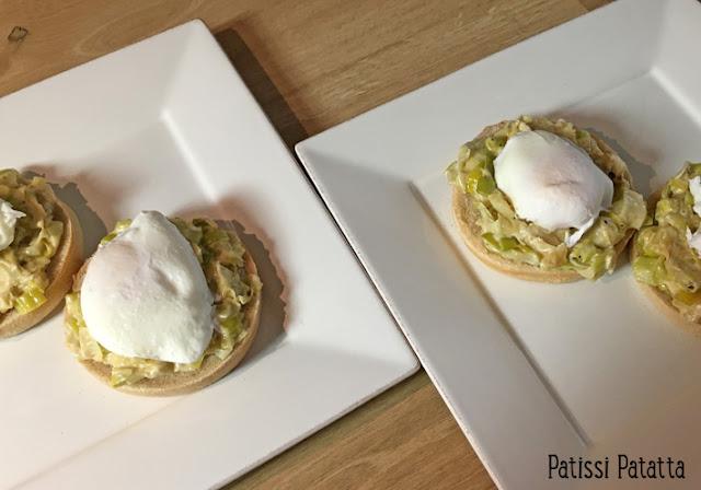 recette d'oeufs pochés, oeufs pochés, fondue de poireaux, muffins, oeufs, comment pocher des oeufs, végétarien, plat bon marché, plat principal, patissi-patatta