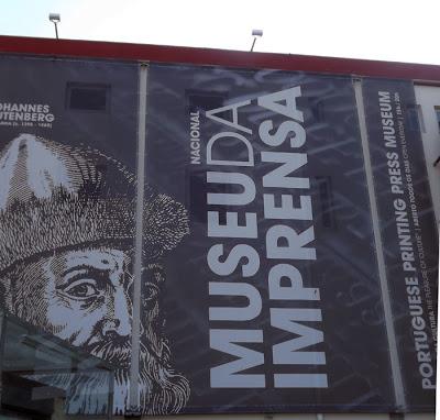 Painel da fachada do museu nacional da imprensa