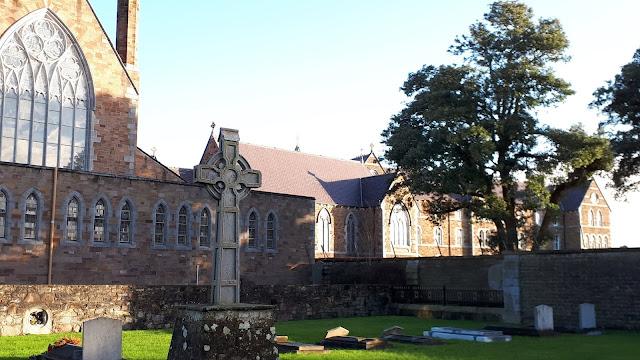 Kelttiläinen risti, kirkko, katolinen kirkko, tralee, irlanti, katolinen koulu,  katolinen kirkko irlannissa
