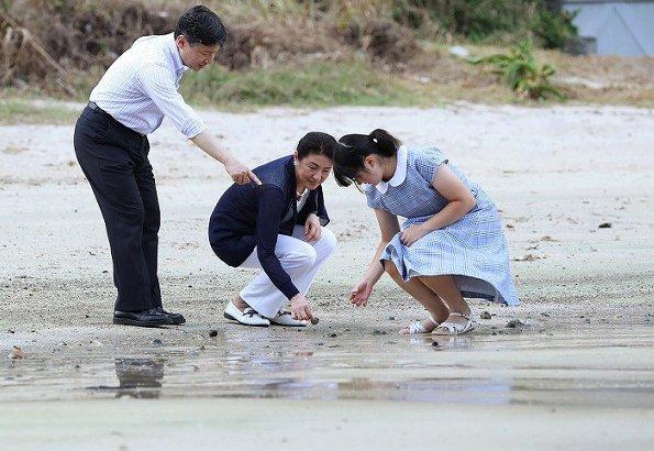 Crown Prince Naruhito, Crown Princess Masako and Princess Aiko arrived at the Suzaki Imperial Villa in Shimoda for the summer holidays