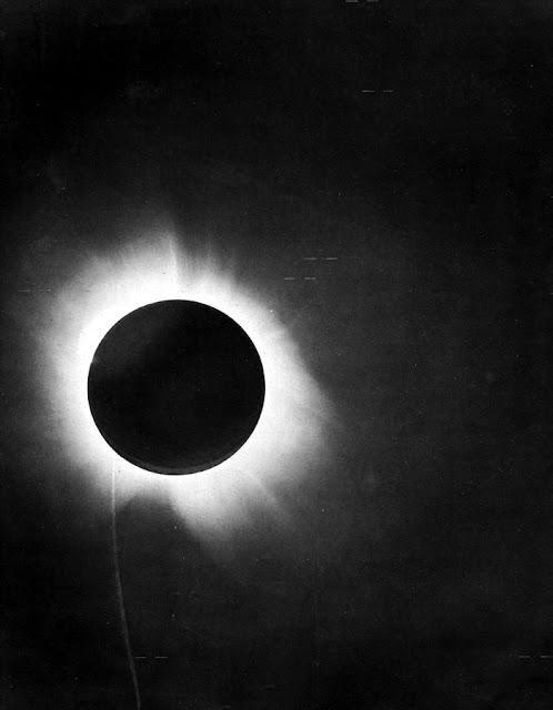 Foto original do eclipse de 1919, feita em Sobral, Ceará, com uma lente de 4 polegadas