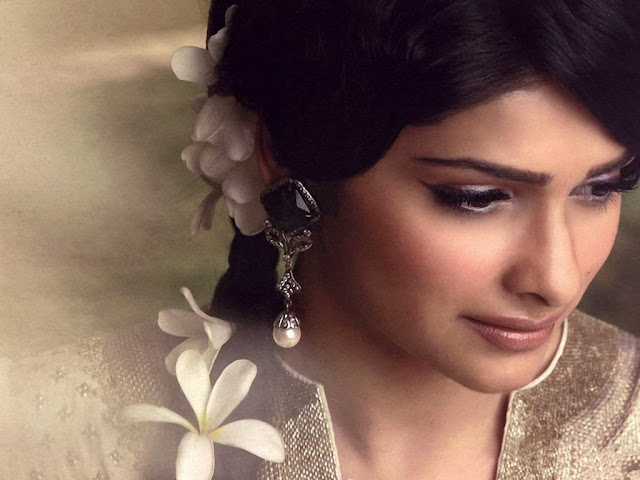 Prachi Desai Images, Hot Photos & HD Wallpapers