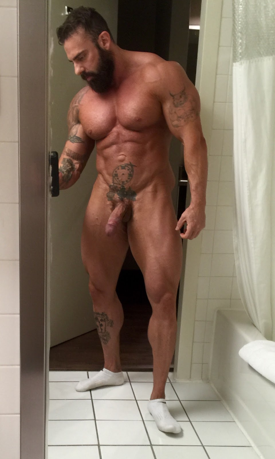 guy-handstand-muscle-big-dick-teksas-sex-chynas