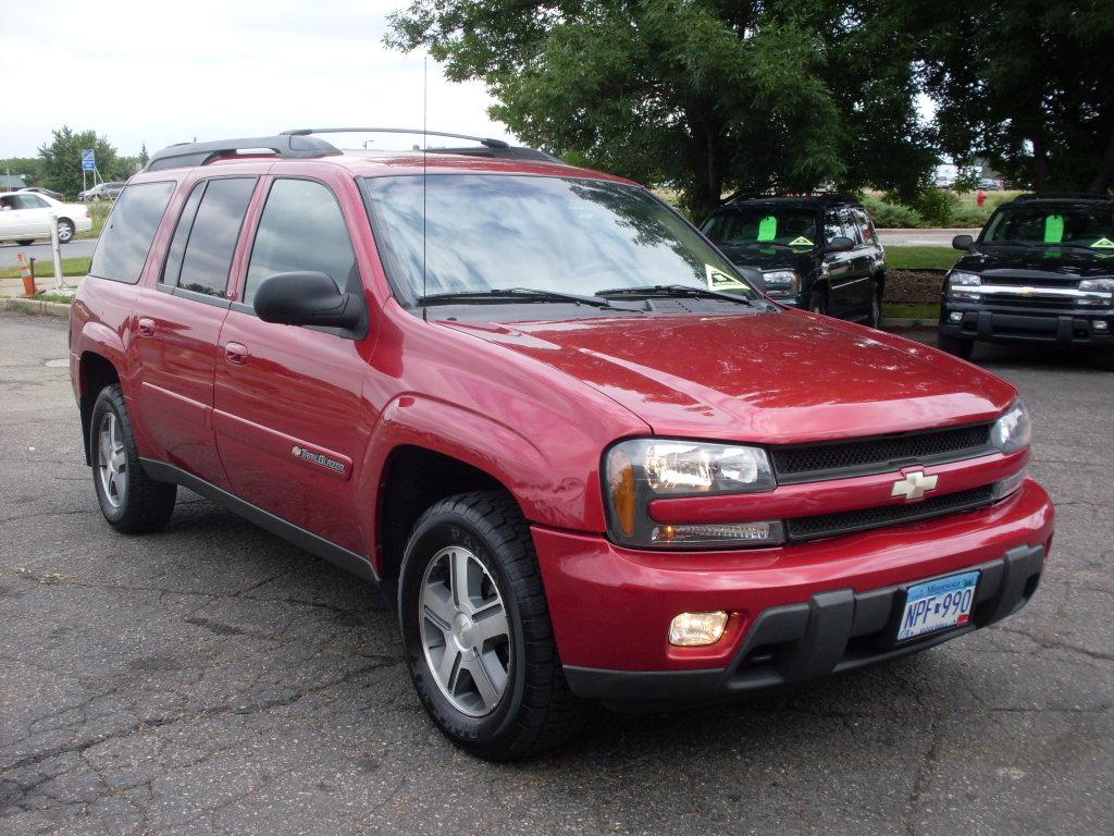 Chevrolet Trailblazer Red on 2003 Dodge Durango White