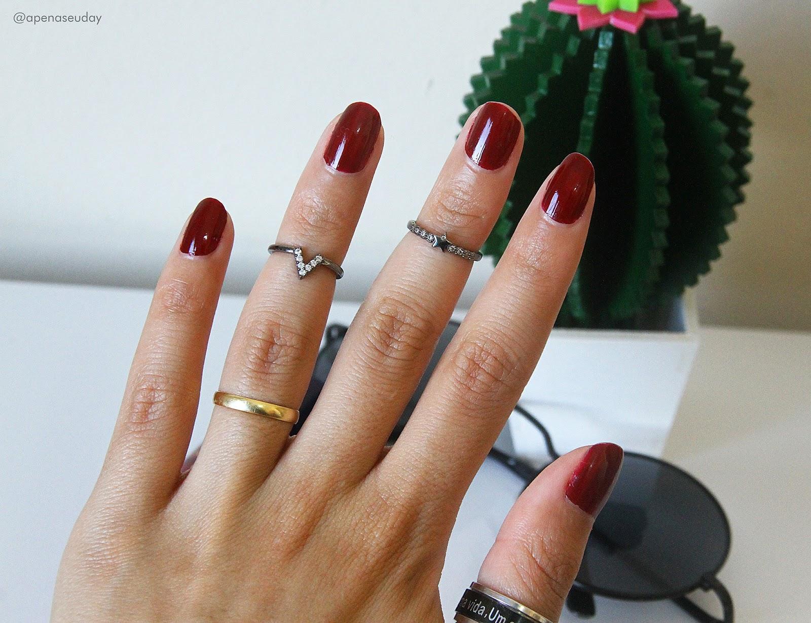Conheça o esmalte da Dazzle linha Perfect Nails cor Syrah, um vermelho super intenso para suas unhas. Acesse agora!