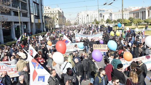 Χιλιάδες απεργοί – διαδηλωτές καταδίκασαν το νόμο έκτρωμα Κατρούγκαλου – Βρούτση