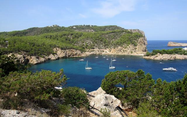 Puerto de Sant Miquel en Eivissa. Puerto de San Miguel en Ibiza