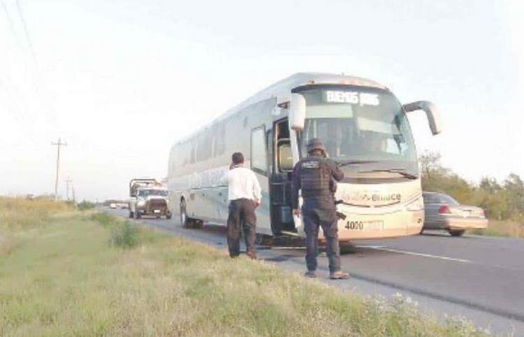 Así se vivió fuerte enfrentamiento entre Golfos y sicarios del CDN en Tamaulipas, autobús quedó atrapado en pleno topon