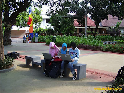 Gratis Internet (Free WiFi) di Taman Bungkul