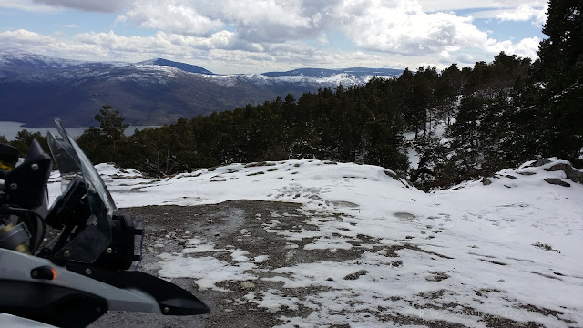 BMW F800GS. Trail Forever. Riding on the snow.