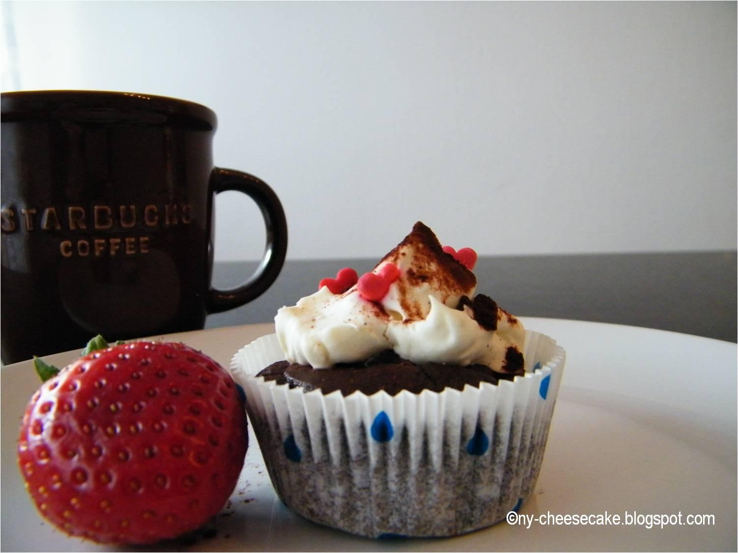 schokoladen cupcakes mit ganache f llung und mascarpone frosting. Black Bedroom Furniture Sets. Home Design Ideas