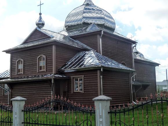 Нежухов. Церковь Покрова Пресвятой Богородицы. 1875 г. УГКЦ
