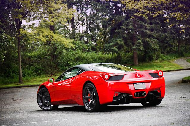 Kereta Ferrari 458 Spider