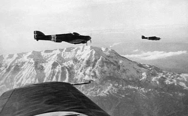 9 January 1941 worldwartwo.filminspector.com Italian bombers Albania