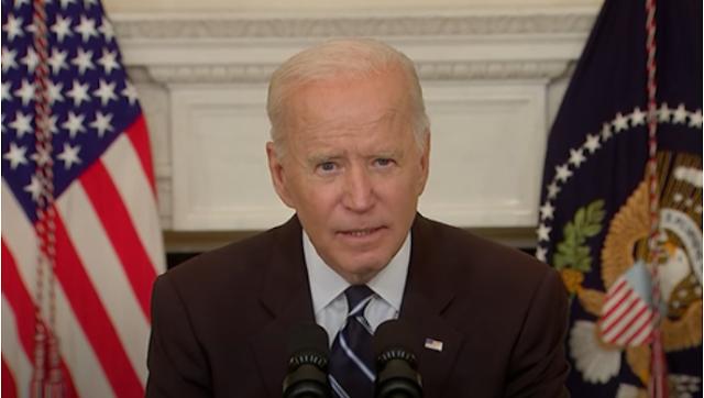 """Senador exige saber """"¿Quién corta el micrófono de Biden? ... Necesitamos saber quién está a cargo"""""""