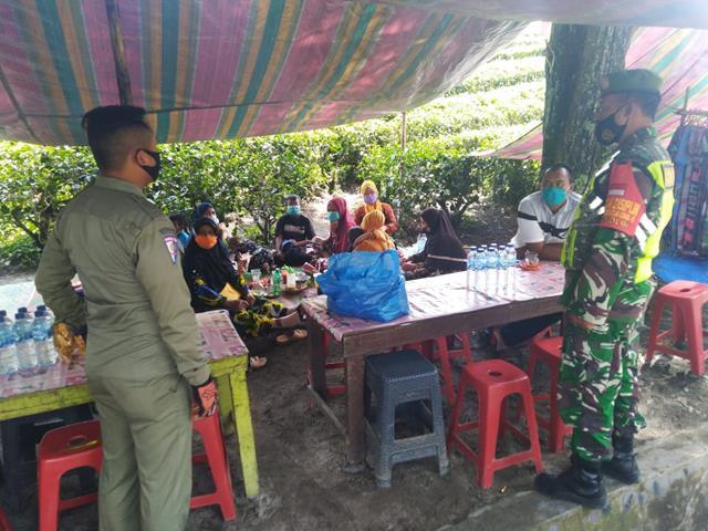Edukasi Virus Corona, Personel Jajaran Kodim 0207/Simalungun Ingatkan Warga Pakai Masker