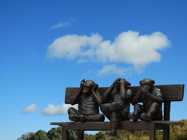 Ilustrasi Patung Monyet