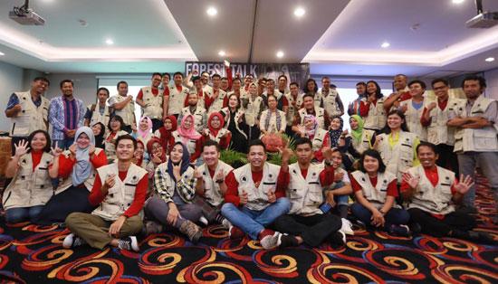 FOTO BERSAMA : Para peserta Forest Talk With Blogger chapter Pontianak bersama para pembiicara foto bersama sebelum acara ditutup siang jhari itu juga (14.4).  Foto IST