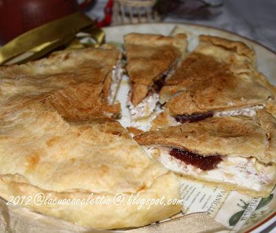 Torta salata con ricotta, prosciutto cotto, emmentaler e....confettura di corniola!