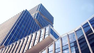 Centro comercial inmobiliario arquitectura cuento suicidio estafa traición