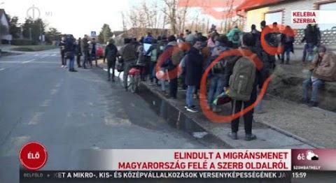 Katonai hátizsákos férfiak vannak a migránskaravánban