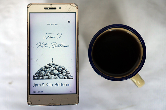 Membaca e-book Jam 9 Kita Bertemu
