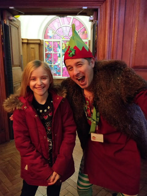Elf at Shrek's Adventure! London Christmas Grotto #review