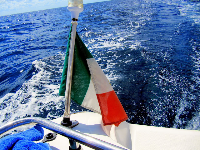 The Italian flag on a speedboat  |  Pazienza, or the lack thereof on afeathery*nest  |  http://afeatherynest.com