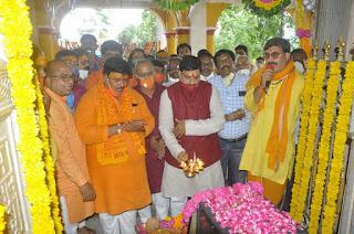 उच्च शिक्षा मंत्री डॉ.यादव ने चिमनगंज मंडी परिसर स्थित गणेश मन्दिर में पूजा-अर्चना कर आरती की