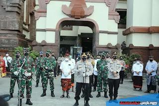 Panglima TNI dan Kapolri Di Bali, Cek Prokes Dan Bagikan Masker Dipasar