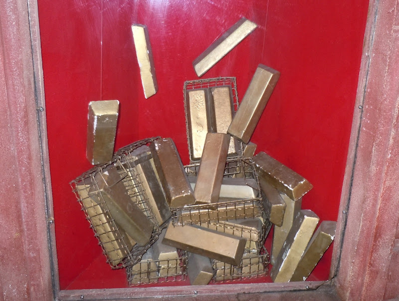007 Goldfinger gold bar props