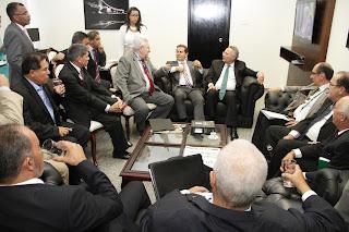 Reunidas com Jucá e Calheiros, centrais criticam pontos da reforma trabalhista
