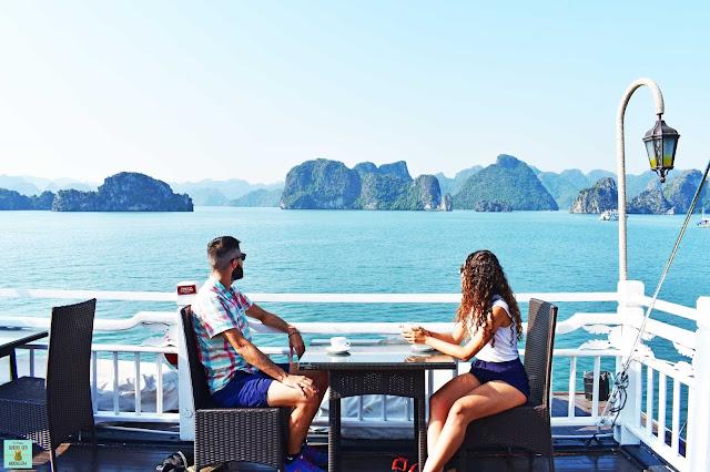 Vistas a Halong Bay desde la terraza del Bhaya Classic